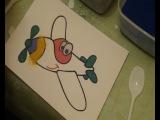 Процесс рисования цветным песком на трафаретах