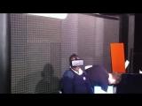Прикольная реакция на тестирование шлема виртуальной реальности